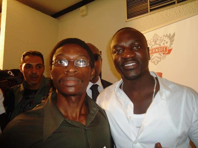 Après un bref échange avec la star américaine AKON à l'Hôtel Le Méridien à Douala le 24 Mars 2012