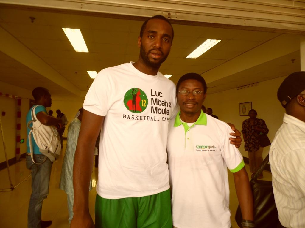 le basketeur Luc Mbah a Moute et Daniel Ndieh